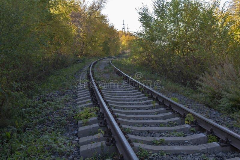 Vuelta del ferrocarril en el otoño fotos de archivo libres de regalías