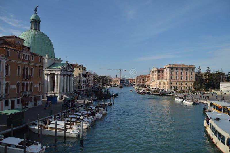Vues de Grand Canal du Ponte Degli Scalzi à Venise Voyage, vacances, architecture 28 mars 2015 Venise, Vénétie images stock