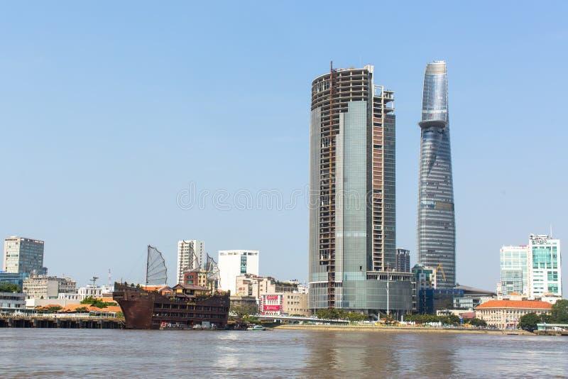 Vues de la ville de la rivière de Saigon photographie stock