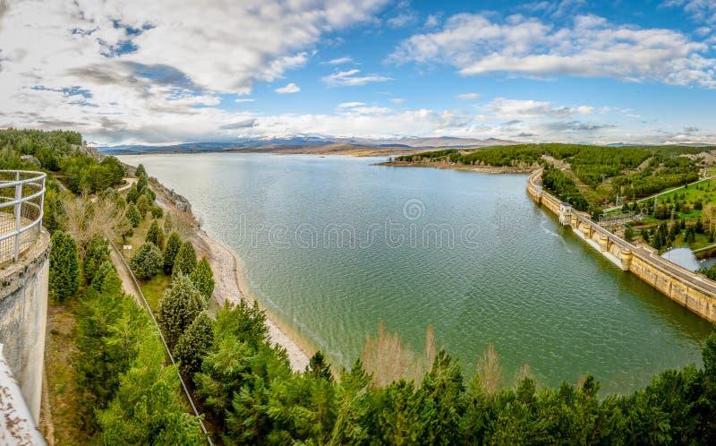 Vues de Pantano de Aguilar De Campoo photo stock