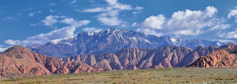Vues de r?gion sauvage de montagne et de parc d'?tat rouges de canyon de neige de la tra?n?e et du Washington Hollow de Millcreek images stock