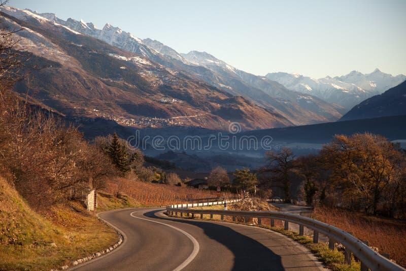 Vues de Sierre et les Alpes du Crans-Montana, Suisse photo libre de droits