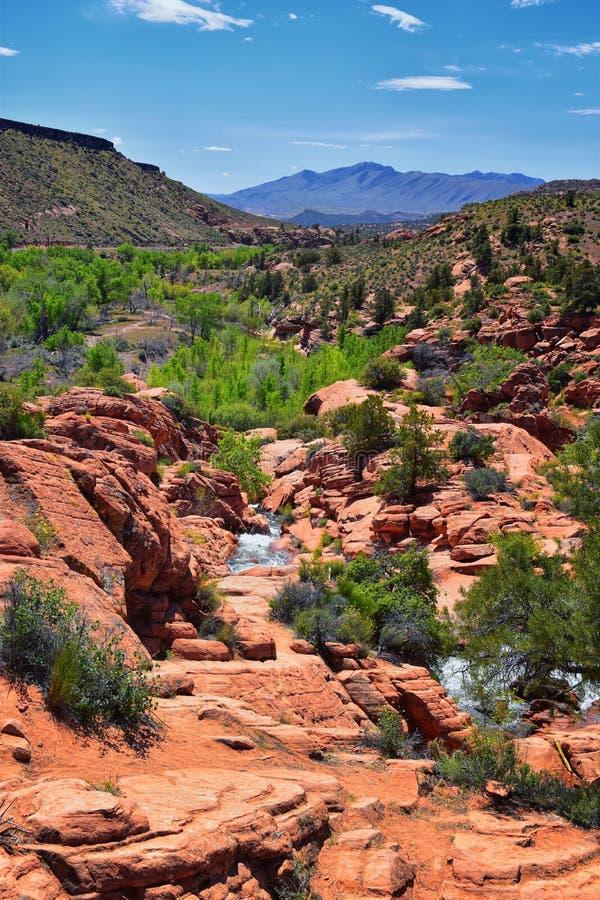 Vues des cascades aux automnes de r?servoir de parc d'?tat de Gunlock, dans le Gunlock, l'Utah par St George Ressort coul? au-des image stock