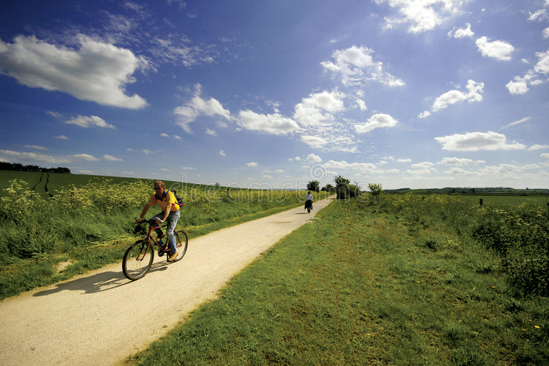 Vues du chemin de fer hors d'usage de sentier piéton de Greenway et de piste cyclable photos stock
