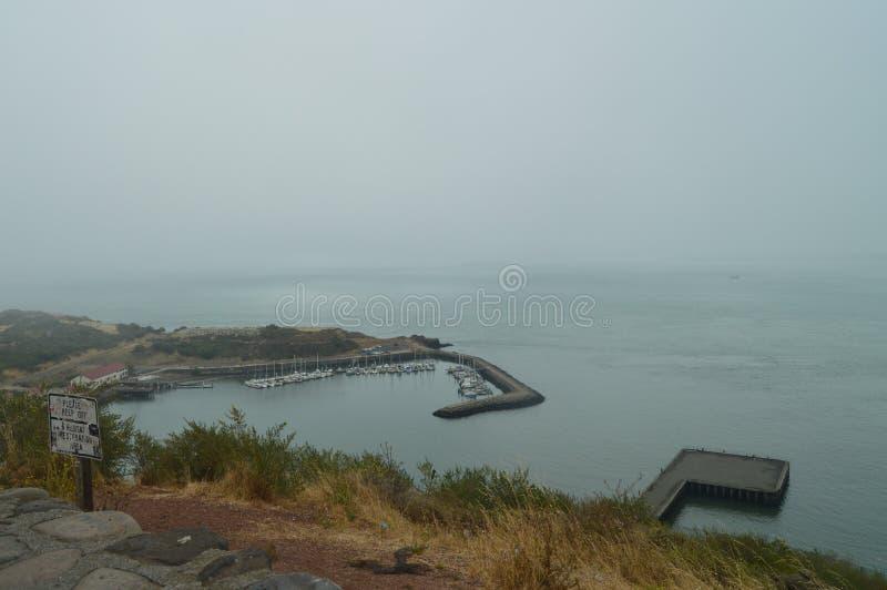 Vues fraîches de San Francisco Bay On par jour nuageux Nature de vacances de voyage image libre de droits