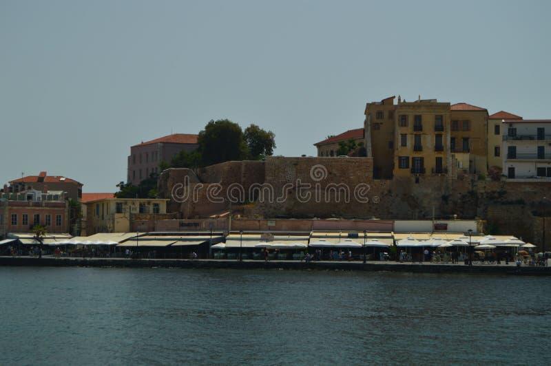 Vues magnifiques du voisinage vénitien de port et de son ermitage dans Chania Voyage d'architecture d'histoire images stock