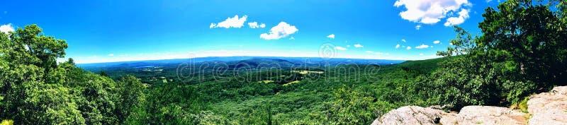 Vues panoramiques de bel été de traînée appalachienne photographie stock