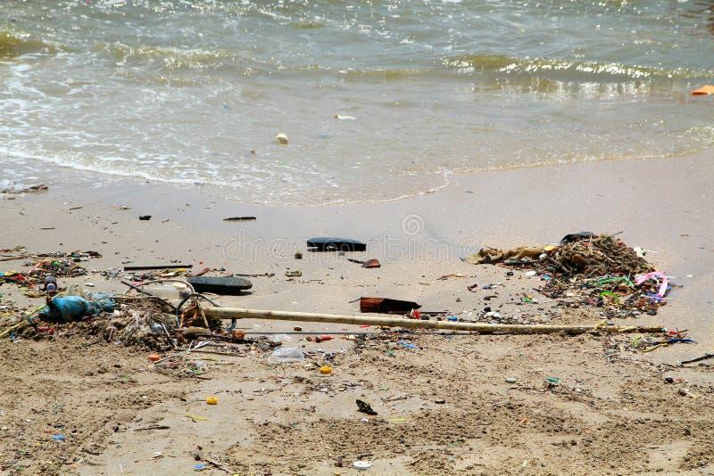 Vuil strand in Thailand royalty-vrije stock afbeeldingen