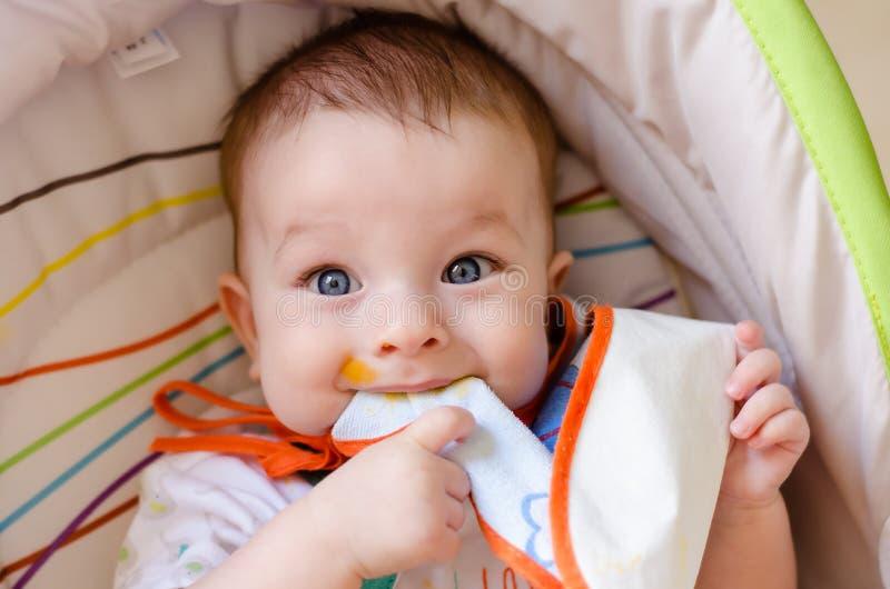 Vuile baby stock afbeeldingen