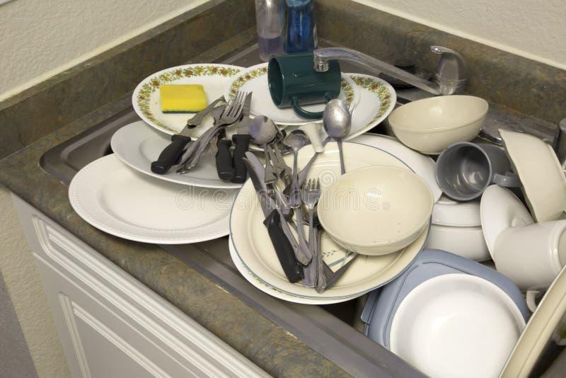 Vuile dishware in de gootsteen royalty-vrije stock afbeelding