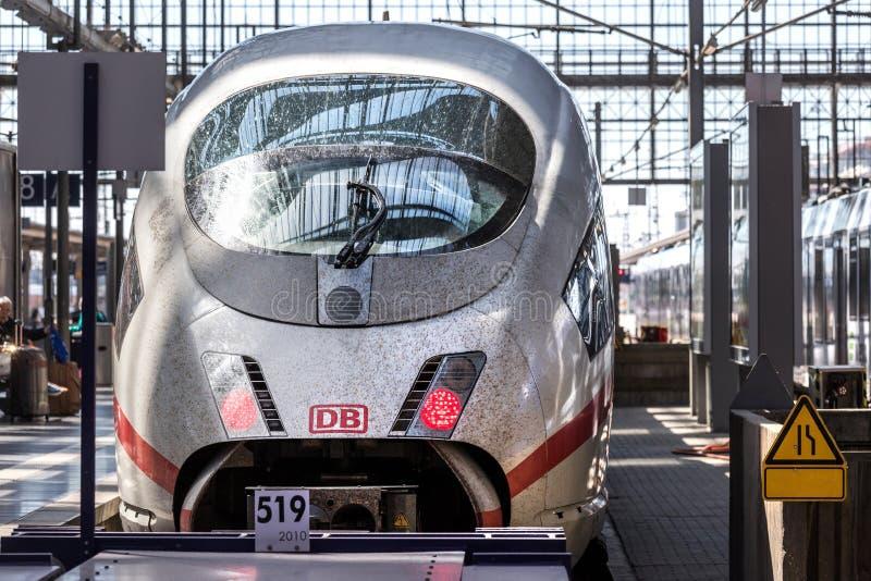 Vuile ijs-trein in Frankfurt-am-Main hesse Duitsland stock fotografie