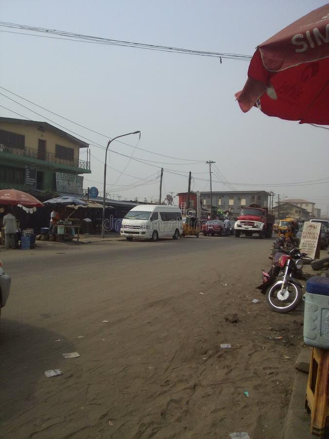 Vuile straat in Lagos bezig Nigeria royalty-vrije stock fotografie
