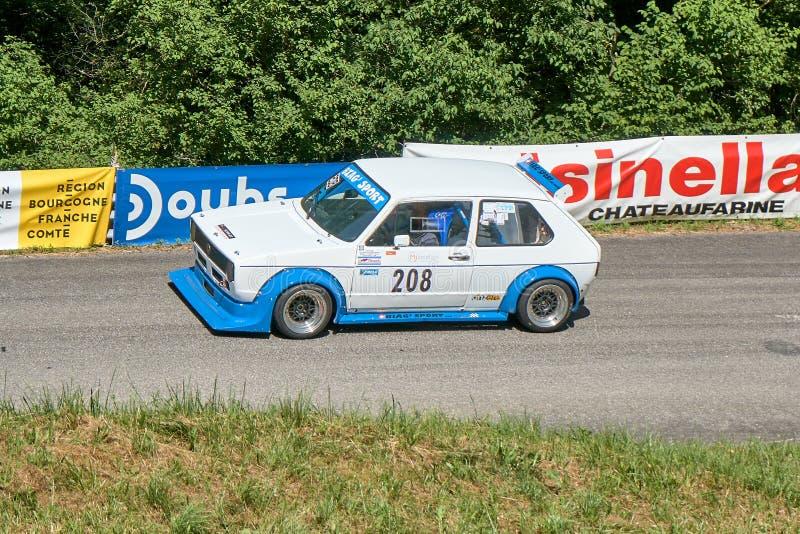 Vuillafans Echevannes - der Burgund Franche Comté Frankreich - Juni 2019 - Volgswagen-Golf 1 Überschrift zurück zu der Unterseite stockfotos
