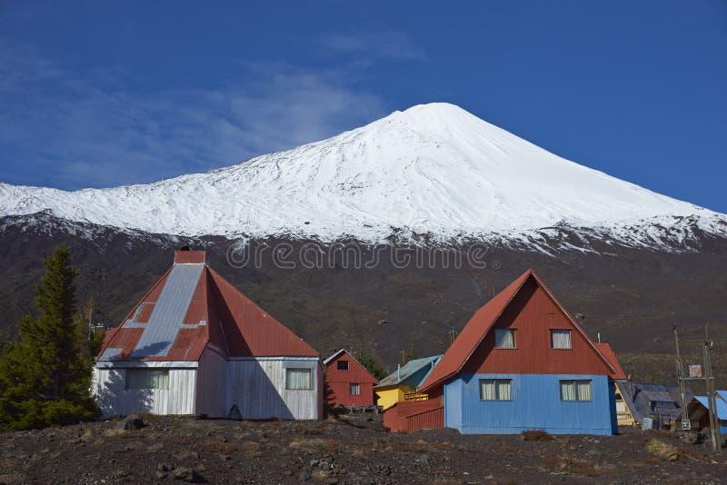 Vulcão de Antuco no parque nacional de Laguna de Laja, o Chile imagens de stock