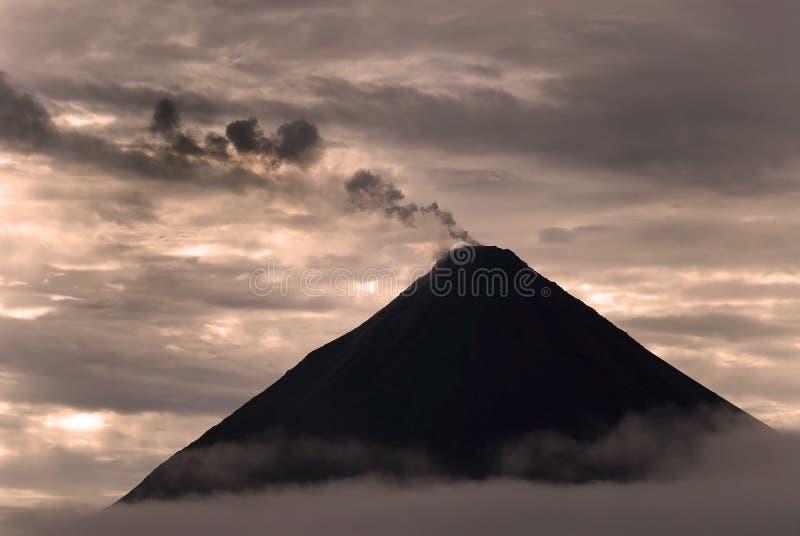 Vulcão de Arenal foto de stock royalty free