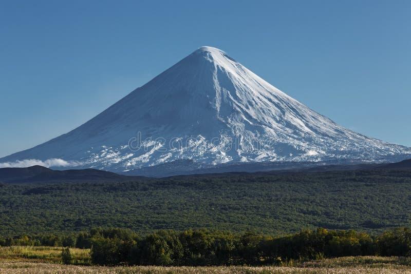 Vulcão de Kliuchevskoi (Klyuchevskaya Sopka) em Kamchatka Peninsul fotos de stock