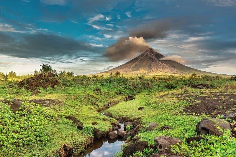Vulcão de Mayon fotos de stock