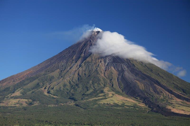 Vulcão de Mayon imagens de stock royalty free