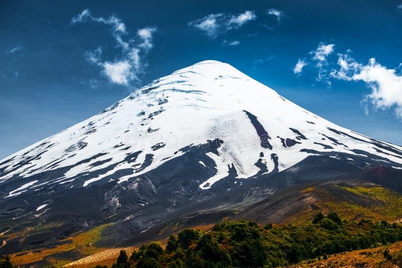 Vulcão de Osorno em horas de verão imagens de stock royalty free