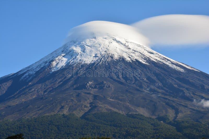 Vulcão de Osorno em Pucon, o Chile fotos de stock royalty free