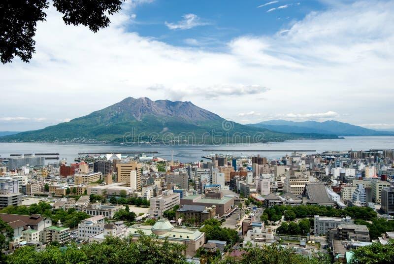 Vulcão de Sakurajima e cidade de Kagoshima fotos de stock royalty free