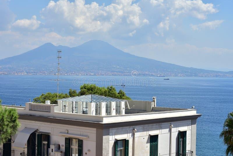 Vulcão do Vesúvio do telhado imagem de stock