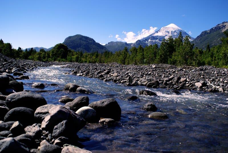 Vulcão e rio imagem de stock royalty free