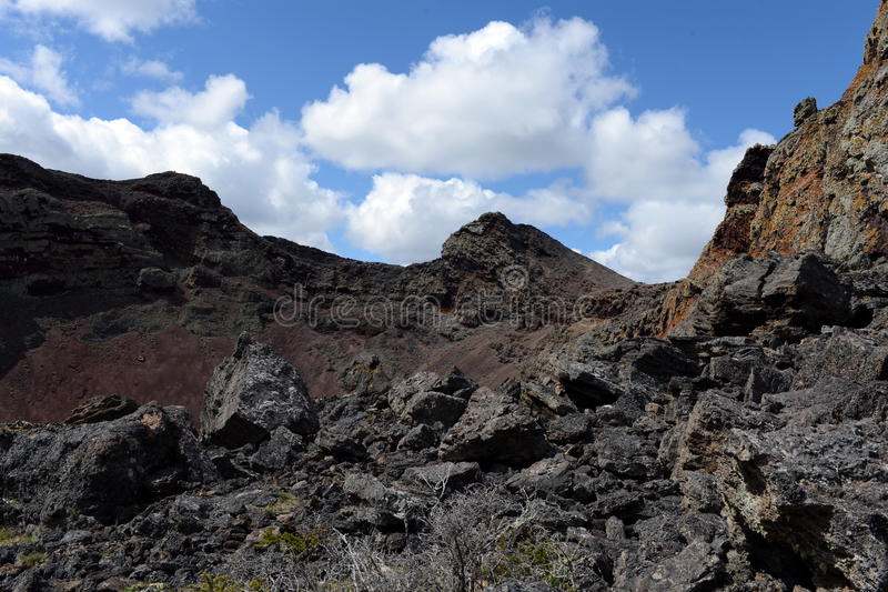 Vulcão extinto no parque nacional Pali Aike no sul do Chile foto de stock