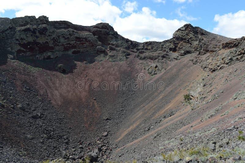 Vulcão extinto o domicílio do diabo no parque nacional Pali Aike no sul do Chile foto de stock