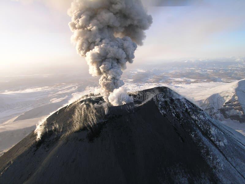 Vulcão Karymskii de Kamchatka fotografia de stock royalty free