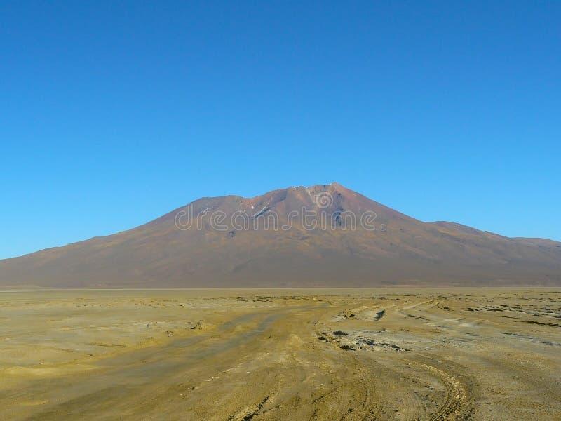 Vulcão Ollaque, Altiplano, Bolívia fotografia de stock