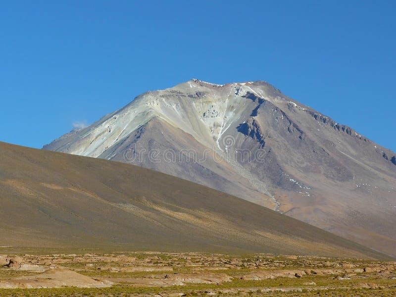Vulcão Ollaque, Altiplano, Bolívia fotografia de stock royalty free
