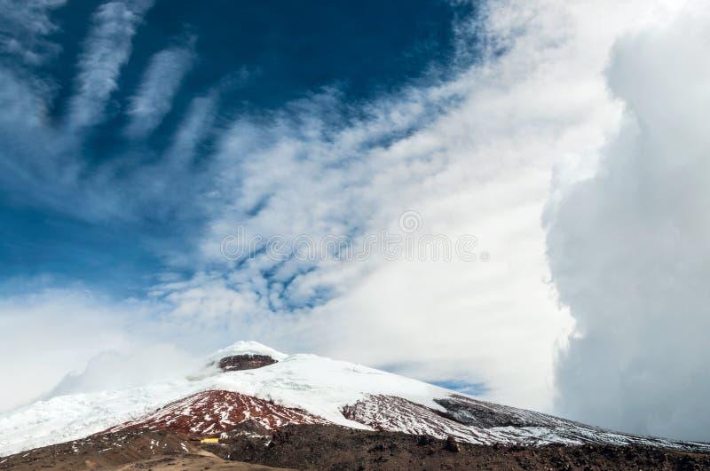 Vulcão sobre o platô, Andes de Cotopaxi de Equador fotografia de stock royalty free