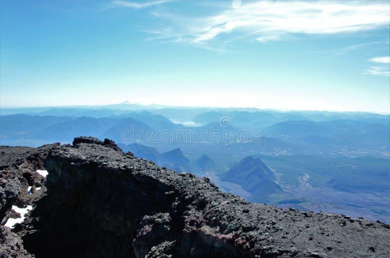 Vulcão Villarrica do passeio na montanha, Pucon o Chile fotografia de stock royalty free