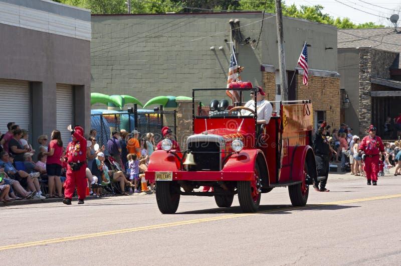 Vulcan Krewe i kawalkada samochodów przy Mendota paradą zdjęcie stock