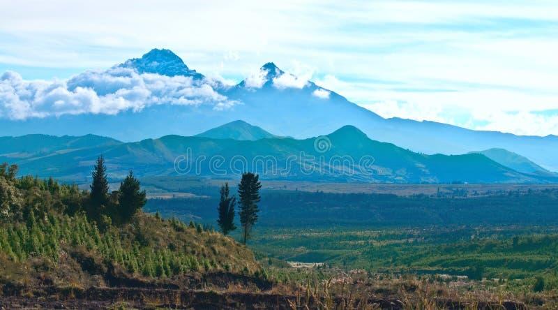 Vulcani di Ilinizas, le Ande. L'Ecuador immagini stock libere da diritti
