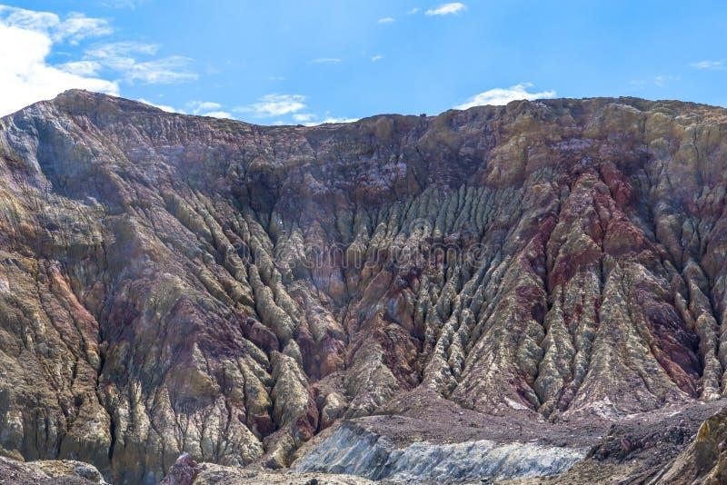 Vulcano attivo all'isola bianca Nuova Zelanda Lago vulcanico crater dello zolfo immagine stock