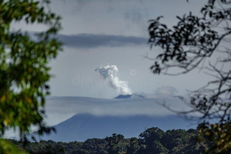 Vulcano de Turrialba em Costa Rica fotografia de stock