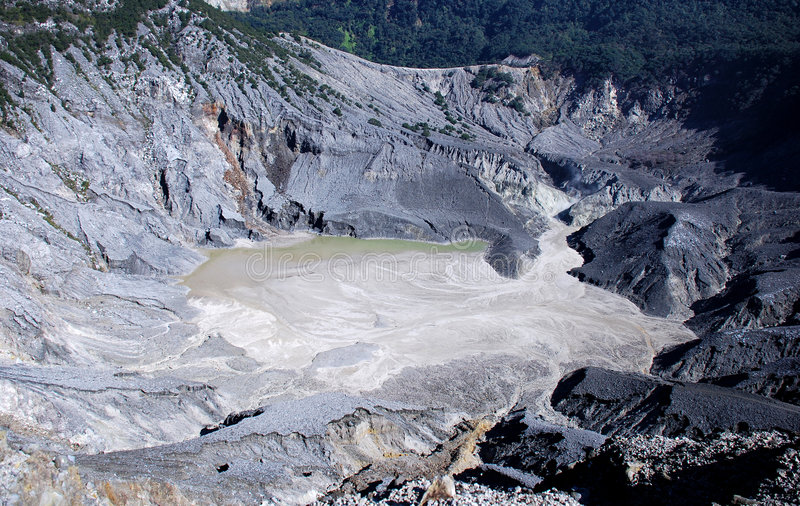 Vulcano del cratere immagine stock libera da diritti