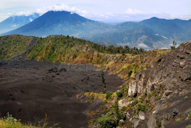 Vulcano di Acatenango da Pacaya fotografia stock