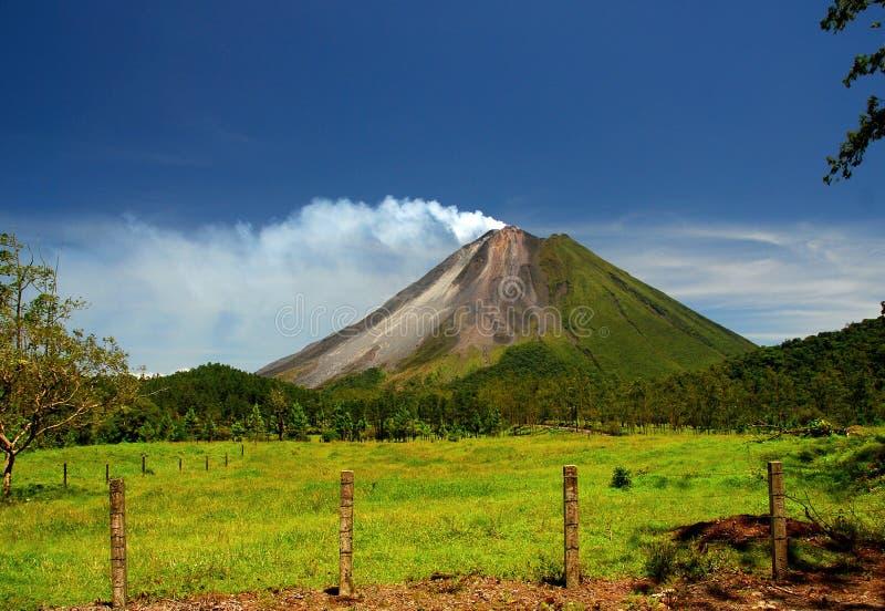 Vulcano di Arenal in Costa Rica immagine stock libera da diritti