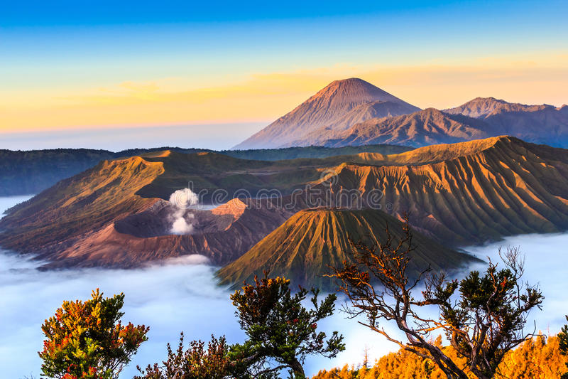 Vulcano di Bromo nell'alba immagine stock