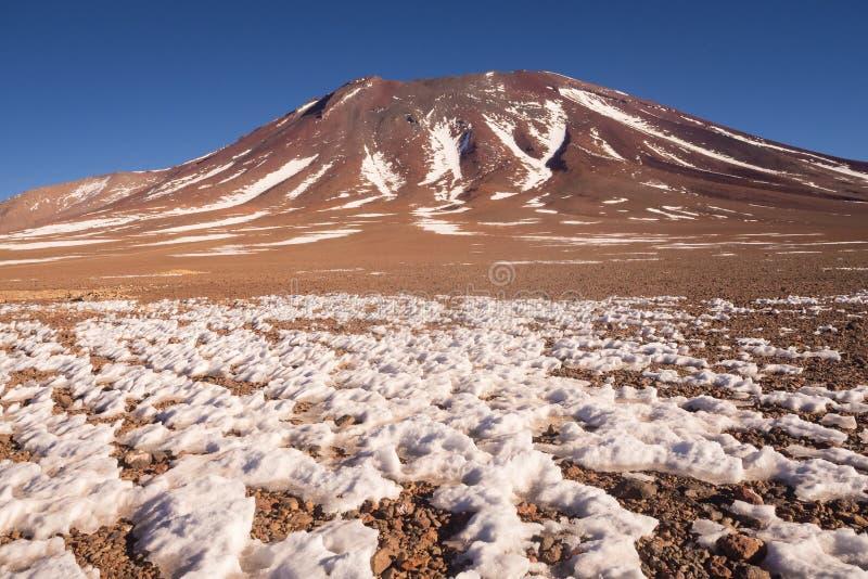 Vulcano di Juriques - riserva di Eduardo Avaroa Andean Fauna National, Bolivia immagine stock libera da diritti
