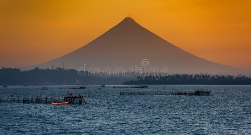 Vulcano di Mayon, Donsol, Filippine fotografia stock libera da diritti