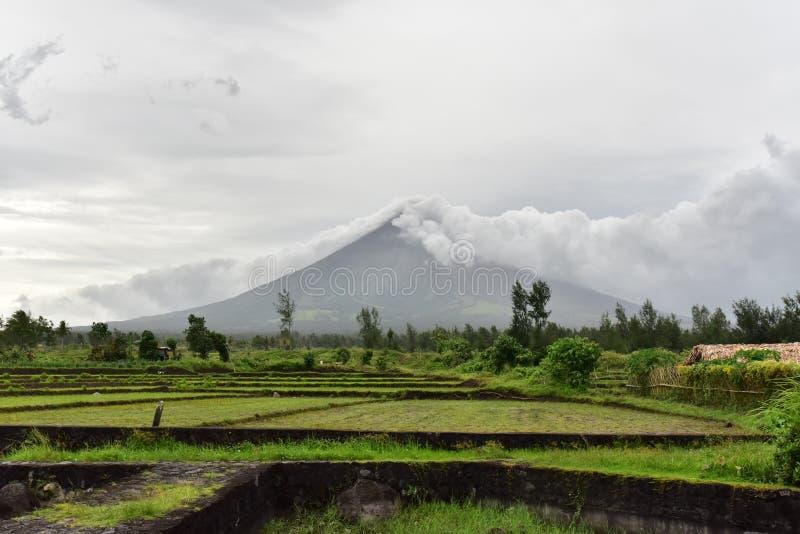 Vulcano di Mayon nell'Albay, Filippine immagini stock