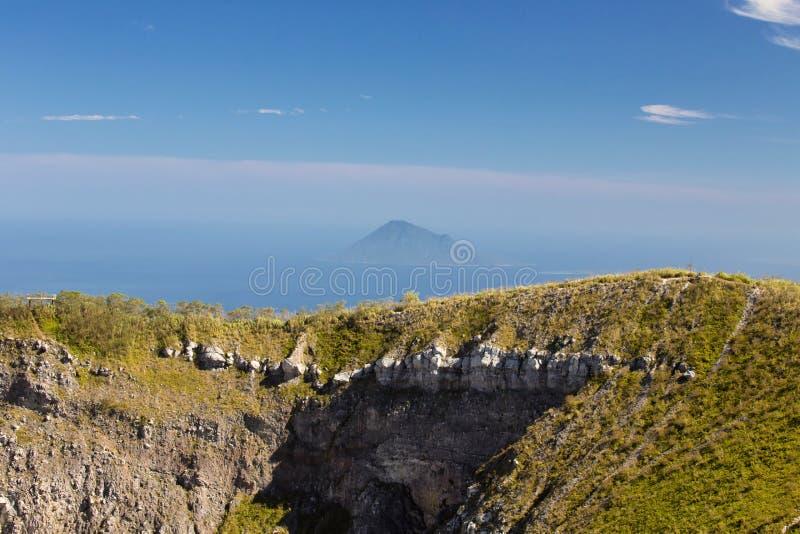 Vulcano Mahawa, Sulawesi, Indonesia del cráter fotografía de archivo libre de regalías