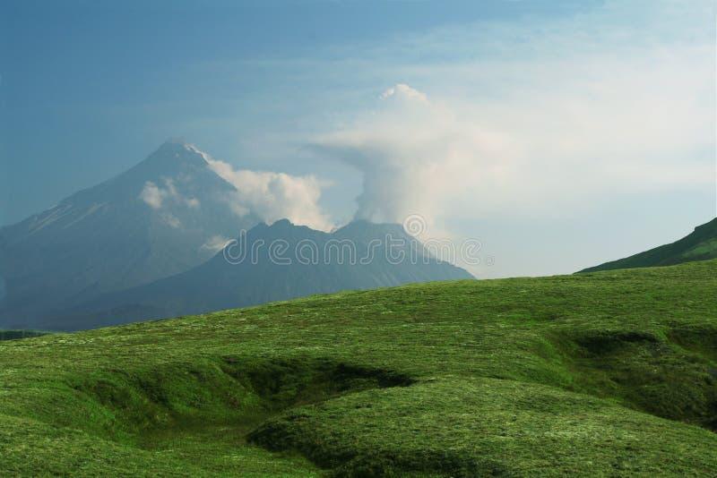 Download Vulcano su Kamchatka fotografia stock. Immagine di naughty - 3885574