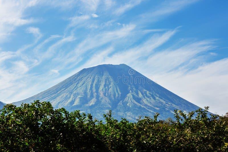 Vulkaan in Nicaragua royalty-vrije stock afbeelding