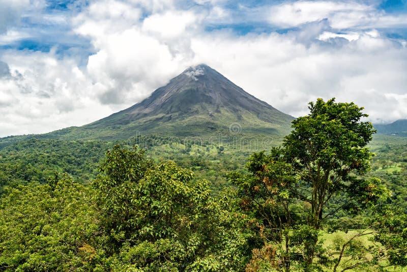 Vulkaan van Arenal in Costa Rica stock afbeelding