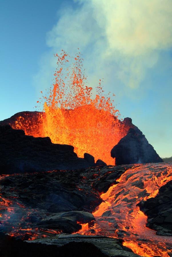 Vulkaanuitbarsting royalty-vrije stock afbeeldingen